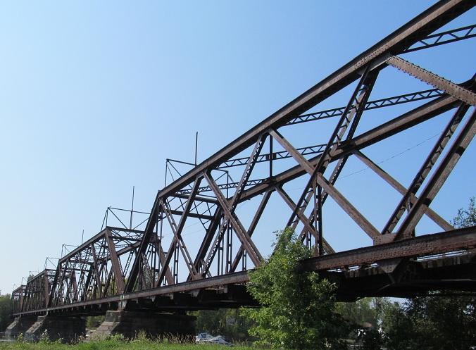 More views of that same railroad bridge, NB on Blvd